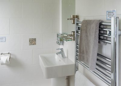 The Bluff Pied Wagtail ensuite Bathroom